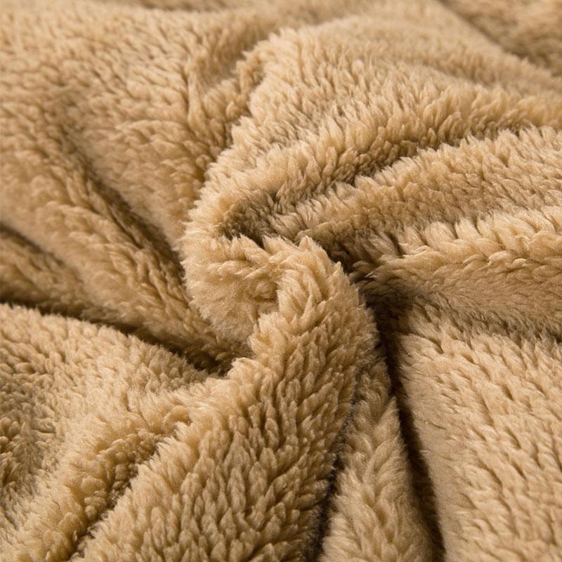 Lông cừu cao cấp mặt bên trong giúp ấm và giữ nhiệt cực tốt