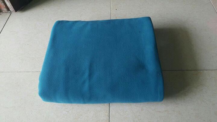 Chăn nỉ văn phòng màu xanh cổ vịt đậm 1,2x1,6m - Ảnh thực tế