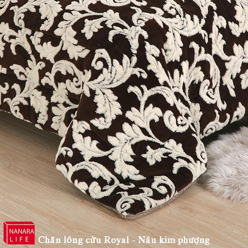 Chăn lông cừu Royal của hãng Nanara Life với họa tiết  bề mặt chăn đơn giản mà sang trọng